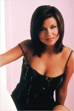 """beverly hills 90210 actress tiffani thiessen Tiffani amber thiessen is an actress and producer from the united states of america people mostly know her for her roles in """"beverly hills, 90210"""" series as valerie malone, and as kelly kapowski from """"saved by the bell"""" sitcom."""